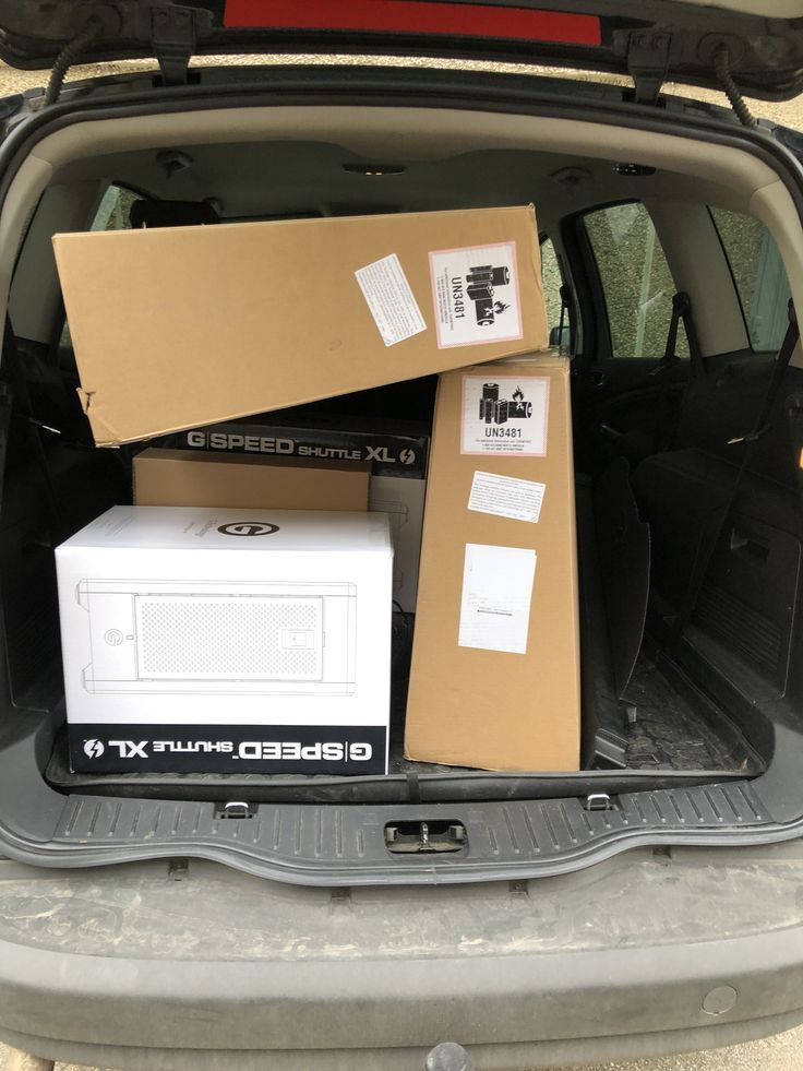 Nagy csomagtérbe sok iMac fér be.
