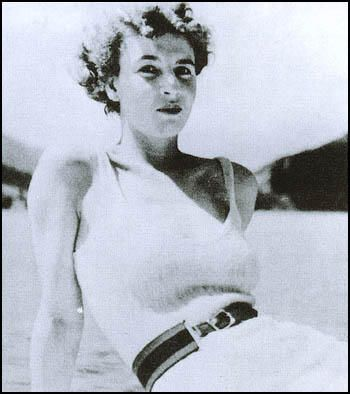 Ian Fleming was immediately infatuated with Muriel Wright, but quickly moved on…