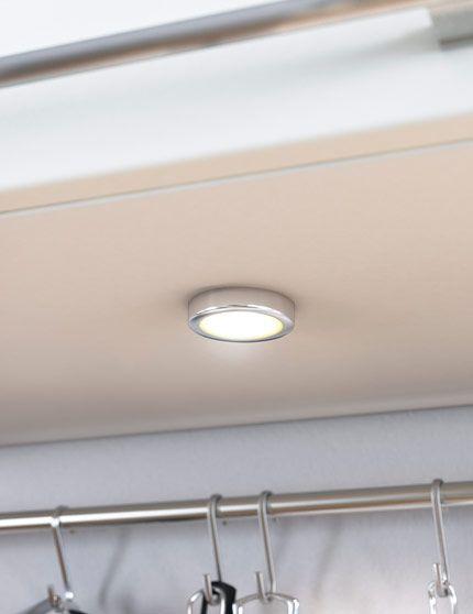 OMLOPP LED مصباح موجه  يوفر ضوءاً موجّهاً؛ ويصلح لإضاءة الأماكن الصغيرة