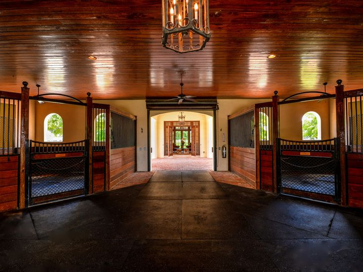 10 acre equestrian compound in the heart of Wellington, FL - stable aisle