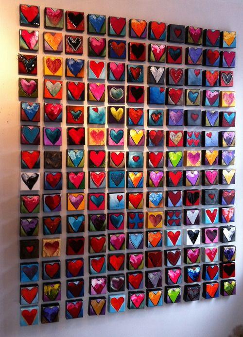 Leuk klasknutselproject. Iedereen krijgt hetzelfde hart, en mag het naar eigen invulling kleuren, verven, beplakken etc. Uiteindelijk in een vierkant of rechthoek ophangen.