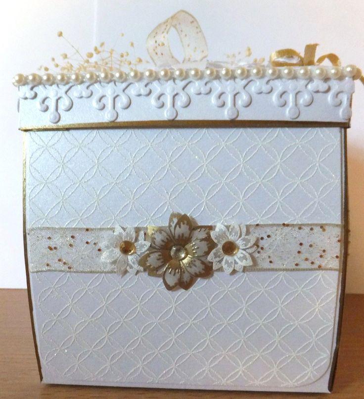 Golden exploding box side
