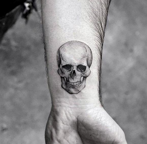 Tatuajes Para Hombres Tatuaje De Calavera Pequeno Tatuajes De Carabelas Tatuajes Simples Pequenos