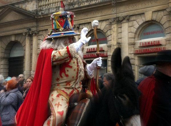 Веронская вакханалия. Как Элеонора Скоулз праздновала карнавал в Вероне