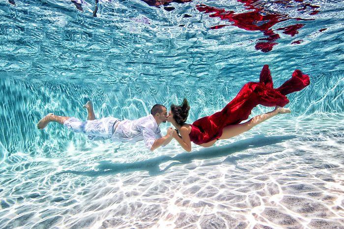 Fotógrafo registra a gravidez do casal em fotos embaixo d'água