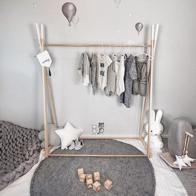 I'd previously owned a little playgym for Charlie when we was just a baby and assembling it was tricky that it completely put me off of buying one of these clothes racks which are similar (but like 10 times as big). Surprising this one from @mylittlegiggles was soooo easy to set up, it was done in roughly 4 minutes without me having to call my dad and get him to come over to help me 😂  I'm seriously so hopeless with anything building wise so I totally appreciate it when things are just…