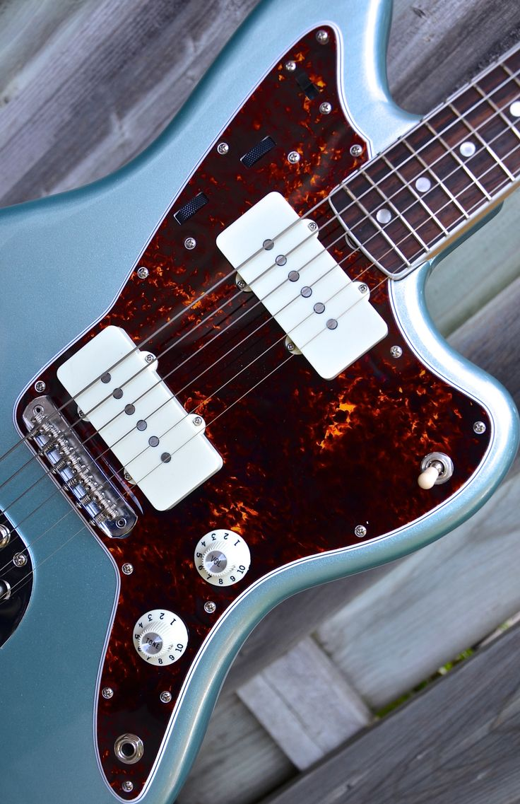 Spitfire Vintage Dark, Speckled 60s on a AV65 Jazzmaster