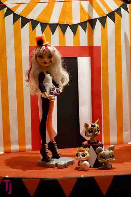 Halloween Display 2016 #Circus #DogTrainer #Halloween #DIY #Dollcrafts