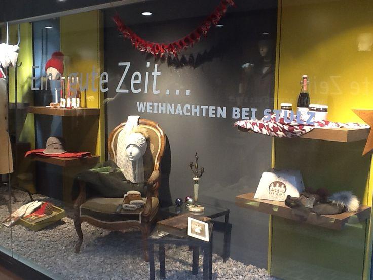 Weihnachtsdeko im Frauenladen.