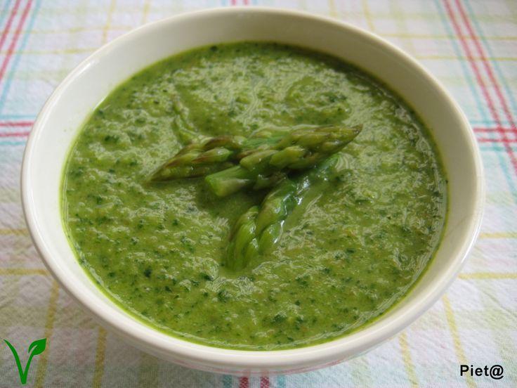 Green asparagus cream soup with carrot, leek and spinach / groene aspergesoep met wortel, prei en spinazie