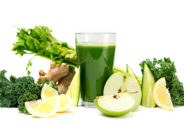 Ingredients   1 cucumber 4 celery stalks 2 apples 6-8 leaves kale (Australian tuscan cabbage) 1/2 lemon 1 tbsp ginger