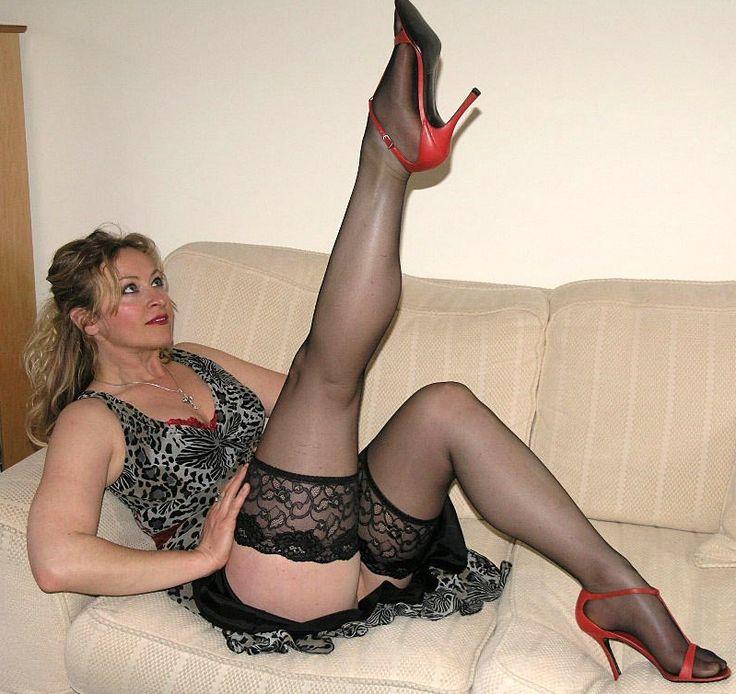 Sexy mature exhibitionist