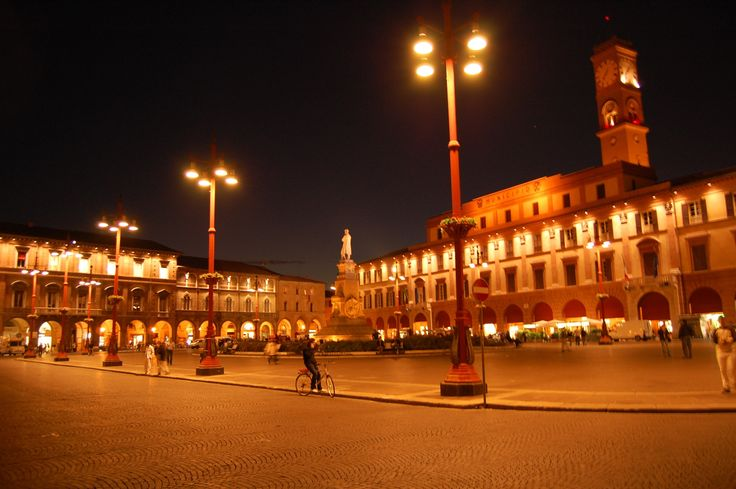 Forlì by Night (Piazza Saffi)