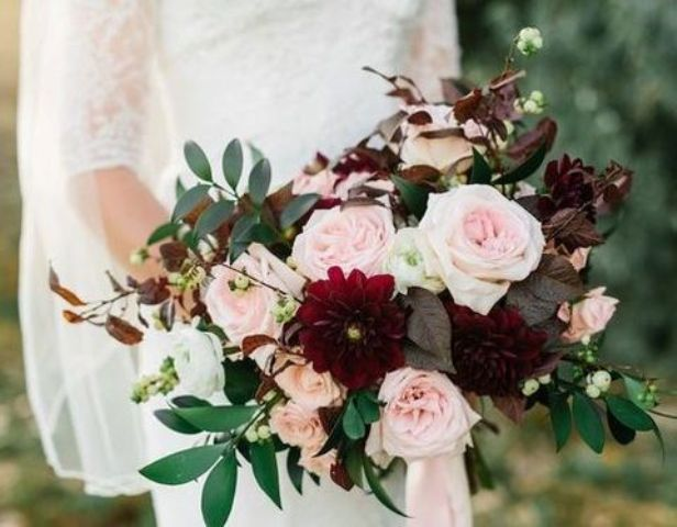 04 lush burgundy dahlias and blush roses for a fall bouquet - Weddingomania