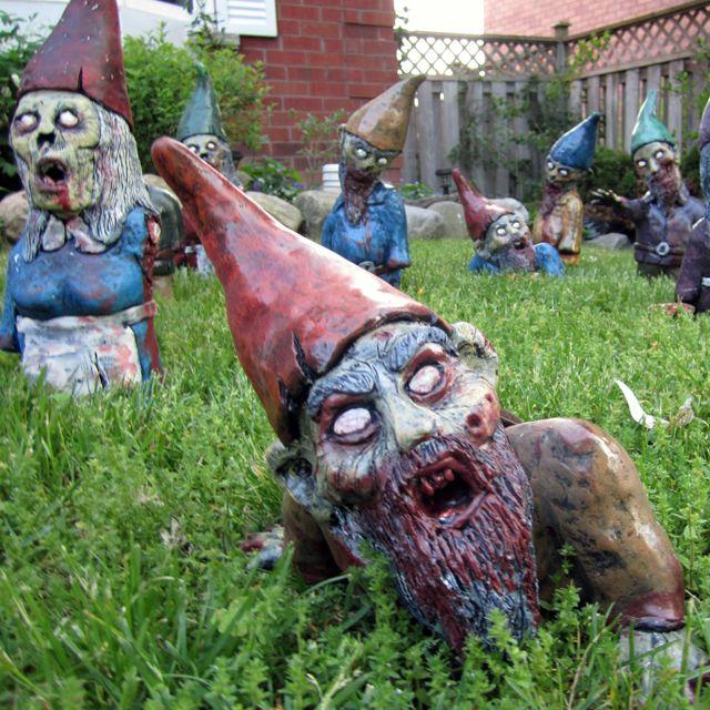 Gnome Zombie ApocalypseDecor, Lawns Gnomes, Stuff, Zombies Gardens, Awesome, Garden Gnomes, Gardens Gnomes, Things, Zombies Gnomes