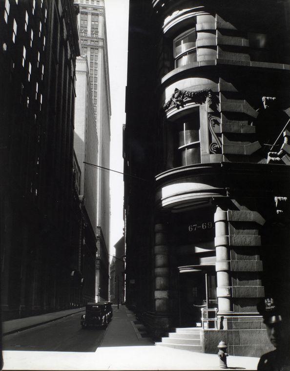 Berenice Abbott Cedar St William St New York City Iii #newyork, #NYC, #pinsland, https://apps.facebook.com/yangutu