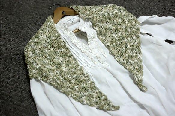グリーン、ベージュ、ホワイトがまざったコットン糸を鉤針で編みました。しっとりと手になじむ触り心地。これからの季節、シャツに羽織ったり、首に巻いたり&helli...|ハンドメイド、手作り、手仕事品の通販・販売・購入ならCreema。