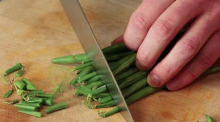 Sperziebonen in knoflook-tomatensaus - Recept - Allerhande - Albert Heijn