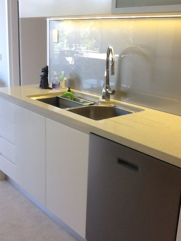 Under mounted double bowl with high rise mixer tap