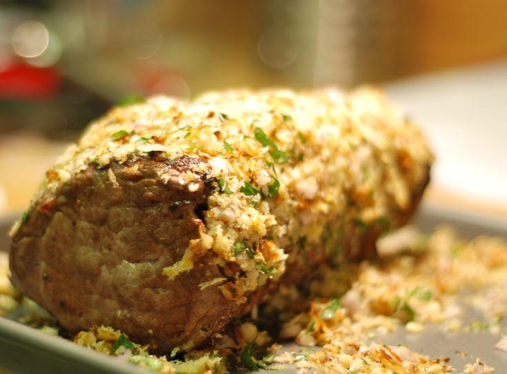 Horseradish-Crusted Beef Tenderloin http://kathrynannew.wordpress.com/2009/12/14/horseradish-crusted-beef-tenderloin/