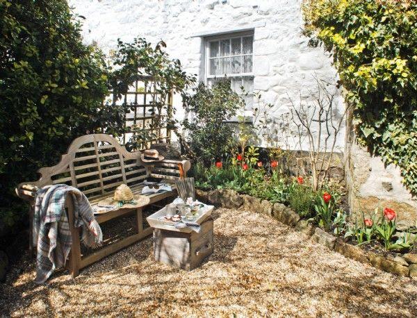 Cobbled courtyard garden