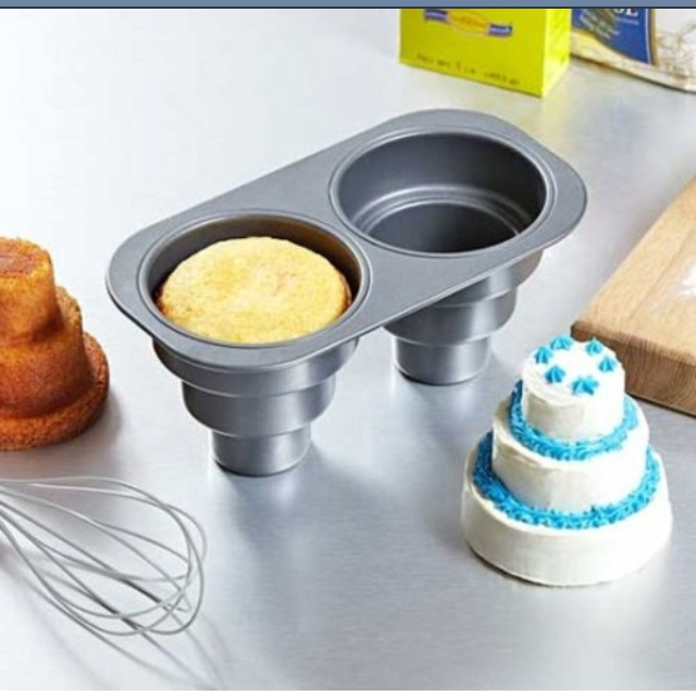 bridal shower snack (10 thumbs up) via Amazon http://bridalsnob.tumblr.com/post/7267790134/diy-mini-wedding-cakes  This pan is too cute!!!
