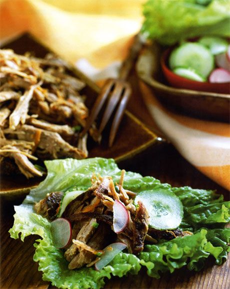 If you have never tried pulled pork you are seriously missing out. This #lowcalorie #pulledpork recipe will delight your senses! #dietrecipes
