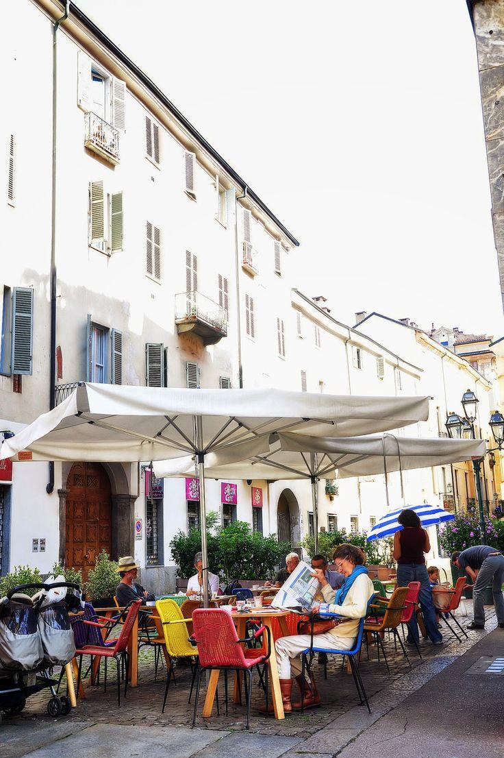 Torino. Bar Bazaar at the corner of via degli Stampatori and via Santa Maria