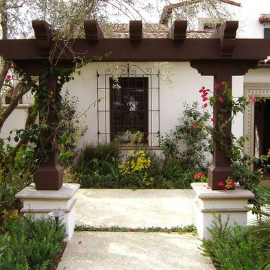 Nice trellis arbor with oversized timbers would look nice for Entry courtyard design ideas