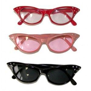 Lunettes solaires strass années 1950-1960, Lunettes rose, rouge, noir femme, accessoire déguisement, fêtes déguisées. http://www.baiskadreams.com/1553-lunettes-solaires-strass-annees-50-60-3-couleurs-au-choix.html
