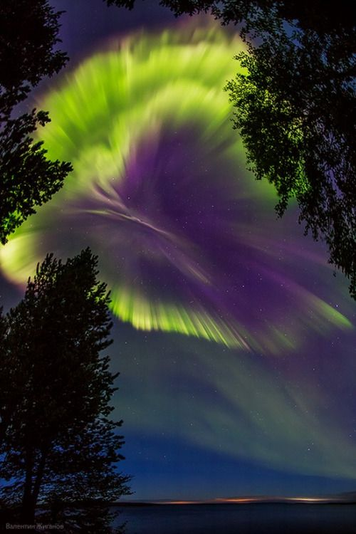 If i saw this in person i would be in forever awww....Northern lights in the sky over Murmansk, Russia