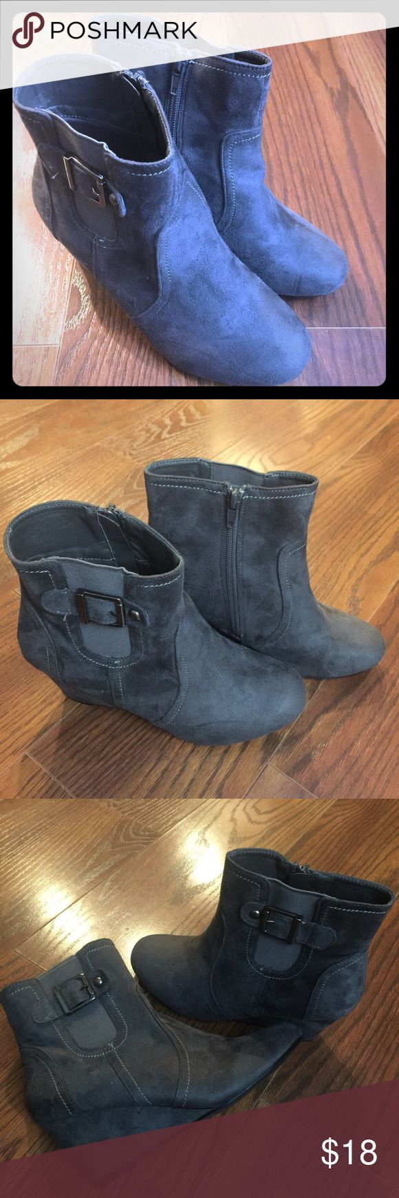 """Bonnibel Woman's Gray Wedge Boots Size 6 Bonnibel woman's gray wedge boots  Zipper to easily slip on  Size 6 Decorative buckle on the outer side  Wedge boot with a 3 1/4"""" heel  Faux suede material  Excellent condition Bonnibel Shoes Ankle Boots & Booties"""