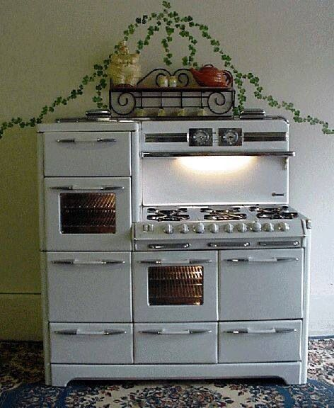 Vintage stove - Definitely my dream come true  -  I could make amazing meals with this one