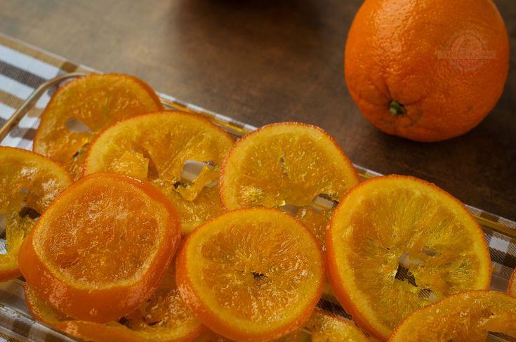 Esta receta básica no os la podéis perder, se trata de unas Naranjas Confitadas perfectas para disfrutarla sola o para acompañar muchos postres.