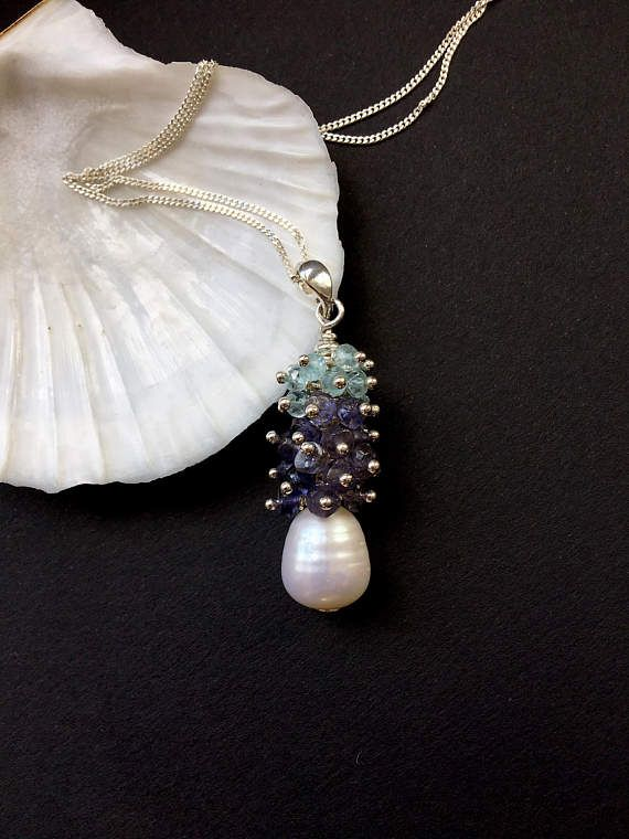 Aquamarine and pearl pendant // Blue and white necklace //