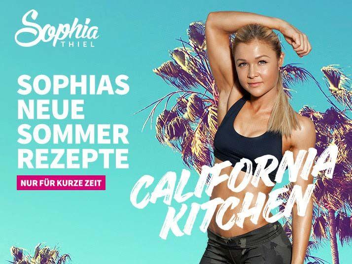 """Sophia Thiel: In 12 Wochen zum Traumbody. Fitness-Queen Sophia Thiel zeigt Ihnen in ihrem 12 Wochen-Programm, wie Sie durch gezielte Workouts und saubere Ernährung Ihren Körper straffen, Fett ab- und Muskeln aufbauen! Dabei steht eines im Vordergrund: ein neues Körpergefühl erfahren - endlich wohlfühlen! Machen Sie mit """"In 12 Wochen zum Traumbody""""."""