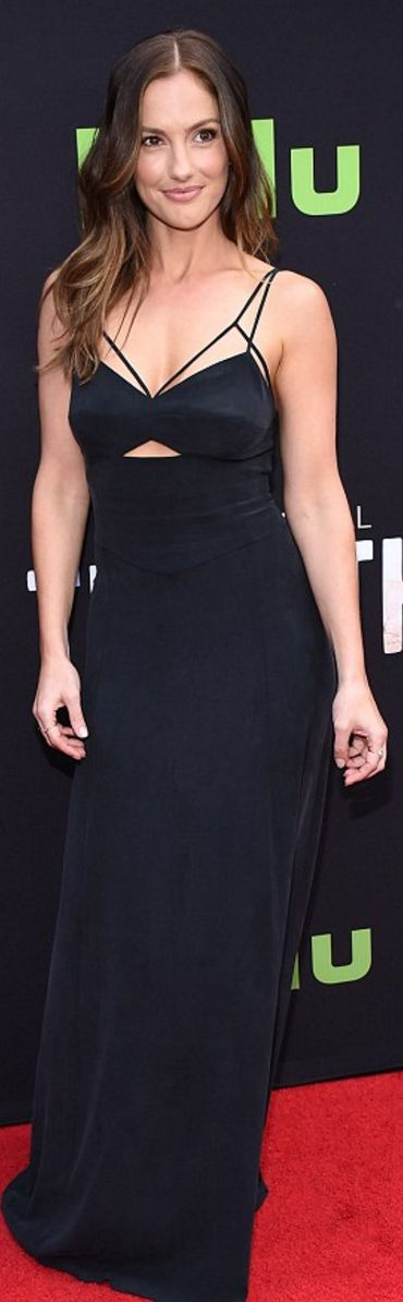 Who made Minka Kelly's black cut out gown and gold jewelry?