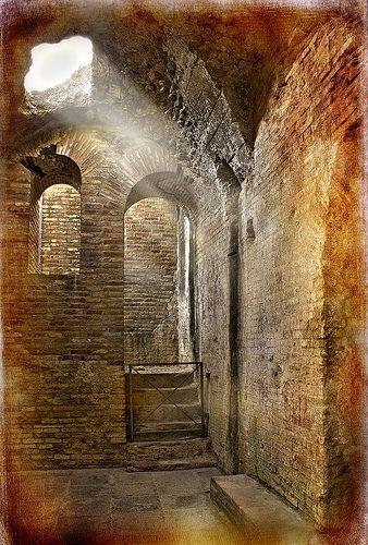 Tabularium Ruins - Itálica, Sevilla >>>>> it's the brick ones that are just ........ UGH