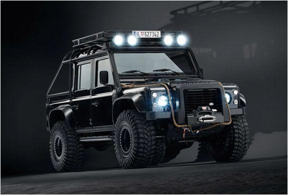 O Departamento de Operações de Veículos Especiais da Land Rover foi recentemente contratado pela equipe da mais nova aventura de James Bond - Spectre (nos cinemas desde 05 de novembro de 2015), para modificar o icônico Land Rover Defender e