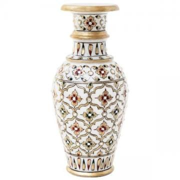 If you have an eye for stylish and classy home decor items, then this exquisite decorative flower vase will surely feast your eyes. Designed to excellence, this flower vase will blend well with your modern interiors.