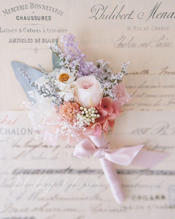 * 新郎さまのブートニア∞ * * 花嫁さまがもたれる リースブーケとお揃いのお花を キュッとリボンで結んで∞ * * 大切なハレの日の胸元を さらに輝かせて くれますように* * * #ウェディング#ウェディングアクセサリー #ブートニア#boutoniere #bouquet #ブライダル#ウェディングフラワー#ウェディングニュース #ウェディングドレス#タキシード#新郎#新郎衣装 #結婚式#結婚式準備 #披露宴#結婚式前撮り#前撮り#前撮り小物#リースブーケ#リース#ブーケ#フラワーアレンジメント#ナチュラルウェディング#パステル#wedding #milkyflower #プレ花嫁#日本中のプレ花嫁さんと繋がりたい #日本中のプレ花嫁さんと繋がりたい#ガーデンウェディング#プリザーブドフラワー