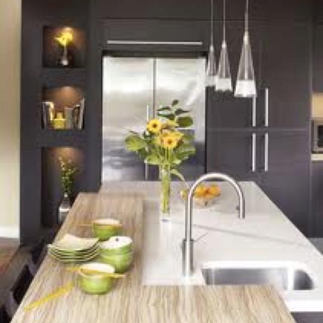 Cuisine moderne - Mur d'encastrement des armoires - Niches décoratives