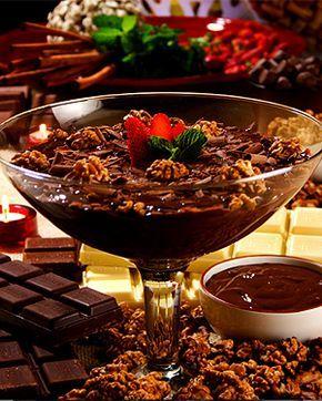 Estrogonofe de chocolate e nozes com cachaça