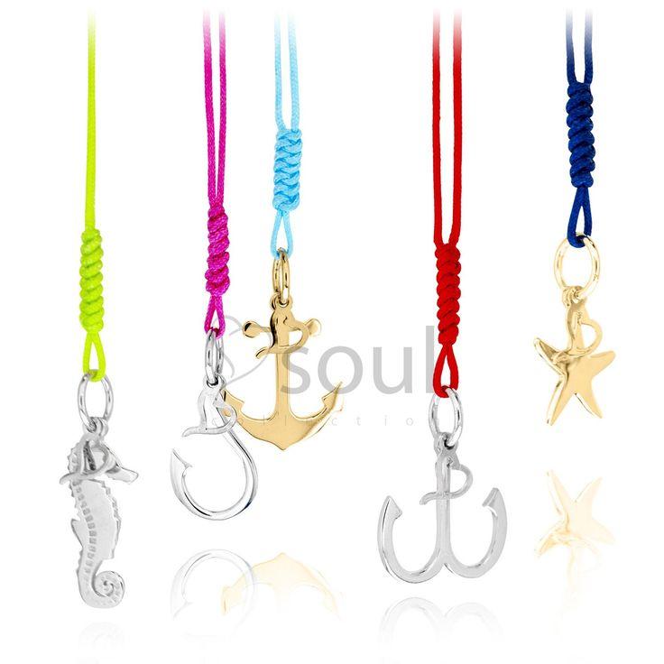 La simbología de los motivos marineros y criaturas del mar queda plasmada en cada joya en forma de amuleto.