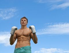 """Das Wort """"Crunches"""" (Plural) kommt aus der englischen Sprache und ist der Name für eine Bauchübung aus dem Fitnesssport. Da sie ziemlich effektiv sein..."""