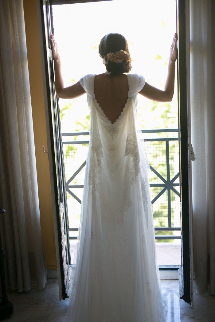María , una novia muy tranquila y muy segura. Las pruebas desde el primer momento fueron sobre ruedas y muy divertidas. Ibamos creando el vestido paso a paso; primero la falda , luego el cuerpo abl…