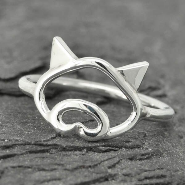 Pig ring, little piggy ring, 925 sterling silver, animal ring, pig jewelry, kids ring, kids jewelry, Bridesmaid Gift, Bridesmaid Ring by JubileJewel on Etsy https://www.etsy.com/hk-en/listing/152484130/pig-ring-little-piggy-ring-925-sterling
