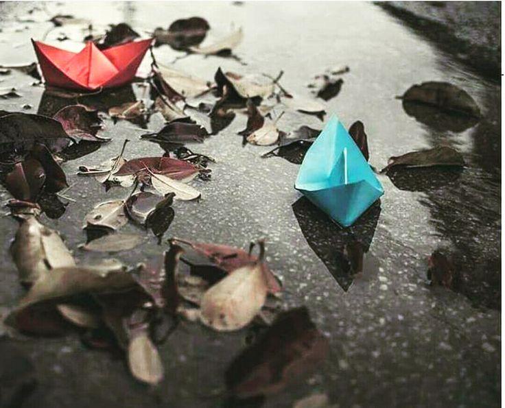SEVMEK...   Yazar : Elif Yeter Sevmek Bir ömre sığmayan Anlatılmayan şiirle, türküyle Ve ritmini değiştiren yüreğin Kimi zaman güneşten önce söken Şafağıydi şairin Kimi zaman bir karanlıktı Yalnızlığını örten Ve sessiz bir fırtınaydı Ruhunda kasırgalar estiren Ve titreten ellerini Ayrılığı yazdıkça… Sevmek… Gün... #Şiir  http://www.mornota.com/sevmek/