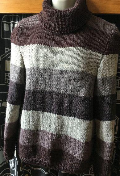 ABBIGLIAMENTO UOMO GRANDI RIGHE MARRONE - Abbigliamento Uomo - Particolarissimo maglione a grandi
