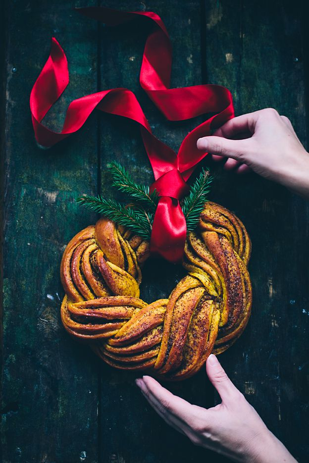 A saffron cinnamon wreath and saffron buns